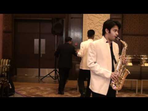 kya janu sajan  jaag dil deewaana  woh hain zara on alto saxophone...