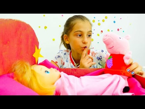 Свинка Пеппа и Вика укладывают куклу спать