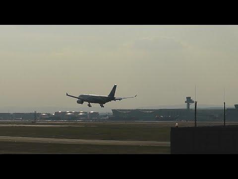 Oman Air A330 landing (2.8.2014)