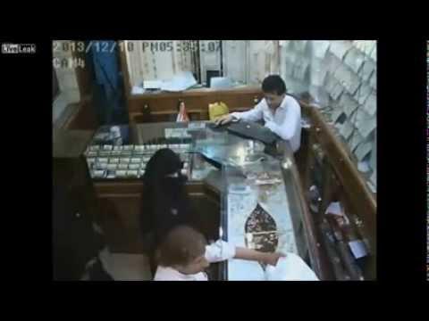 Six Year Old Muslim Girl Stole $ 133 000 From A Jeweler In Saudi Arabia video