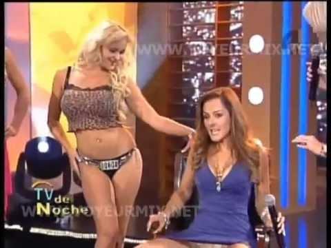 Andrea Garcia abriendo las piernas PORNO XXX 2013