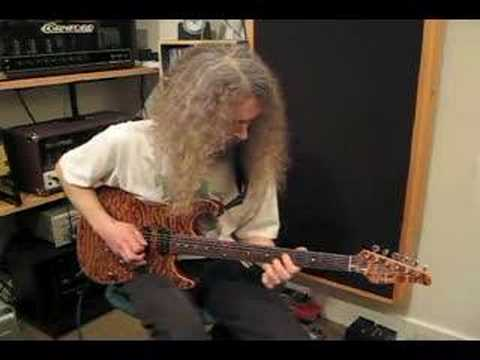 Guthrie Govan - Larry Carlton Jam
