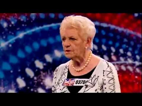 Senhora de 80 anos surpreende ao cantar no Britain's Got Talent -  No Regrets por Janey Cutler Music Videos