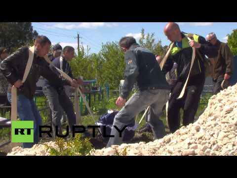 Ukraine: Kramatorsk mourns activist shot dead at checkpoint