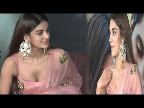 Nidhhi Agerwal Oops Mooment By Movie Press Meet | Savyasachi | Film Jalsa