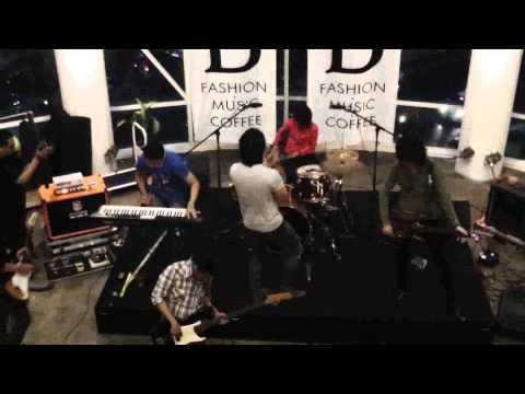 Leonidas Band Feat Puput safrila
