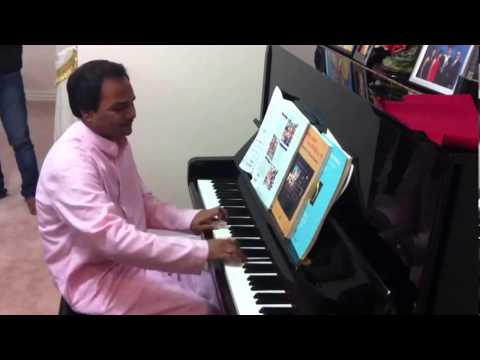 Hemant Chauhan Playing Piano In Melbourne During Australia Tour 2013 video