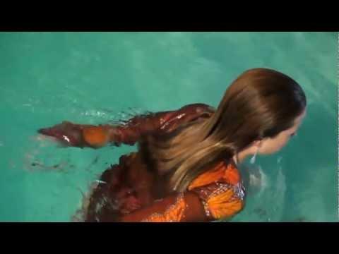 Cleo in white pants in pool