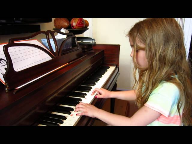 Chloe sings and plays Lightly Row - Spring 2013