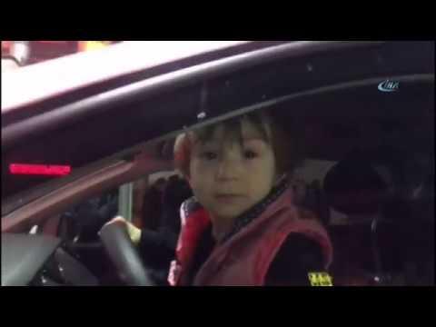 Uyuyan Çocuğu Araçta Bırakan Çift Panik Yaşattı