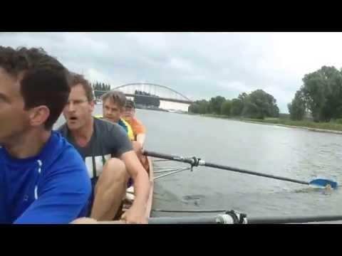 Jason C4 roeit op de Rijn