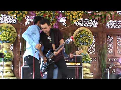 Bata Band-Menemukanmu (seventeen Cover)@Comal