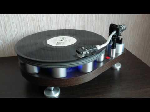 Самодельный проигрыватель виниловых дисков.