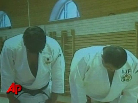 Raw Video: Putin Shows Off Judo Moves