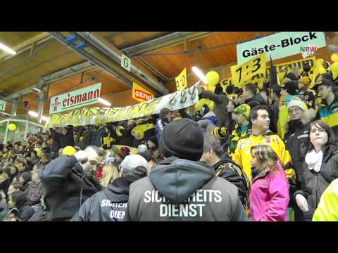 Bayernliga: Choreo des ERC Sonthofen beim Derby in Memmingen