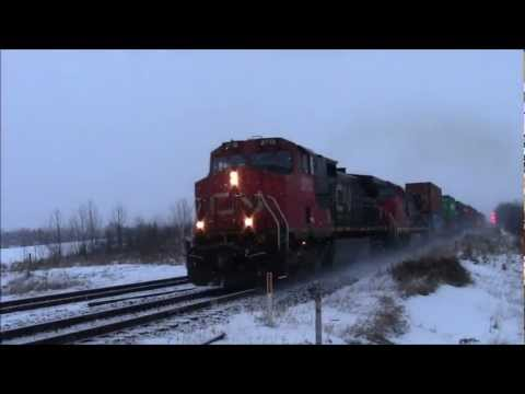 WTF?!?!?! CN 117 (Intermodal) @ Carvel Alberta 28NOV12 IC C44-9W 2713 Leading