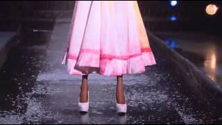 Sean Kelly's dress at the rainway