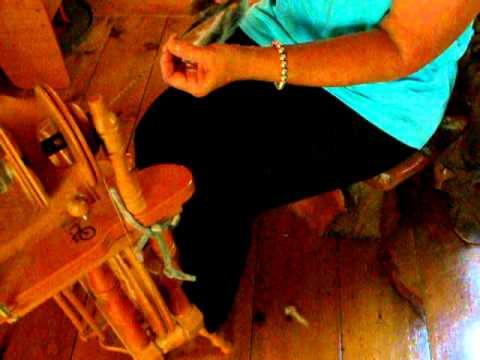 Beginner spinning wheel lesson from Pamsfiber at Dream Come True Farm