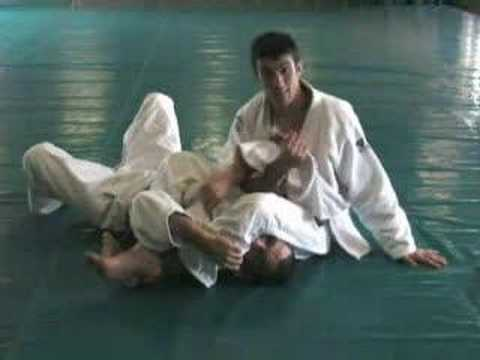 Gracie Insider July 2006 Technique of the Month- Armlock Image 1