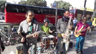 Latin Panas - Cumbias Canoa Rachá/La Piragua - Plaça de Catalunya Barcelona