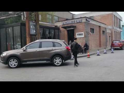 【動画】中国のハッカーがスマートキー装備の車を約2200円ほどの機械で盗む映像を公開!!