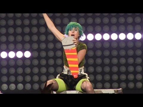 Paramore  Monumentour- Near Complete Performance (720p) Live In Hartford, Ct 6-19-2014 video