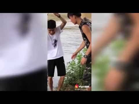 New Whatsapp Funny Videos 2018 Stupid people doing stupid thing #Funny