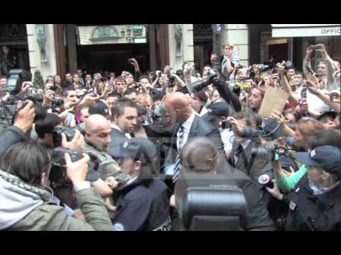 Lady Gaga massive crowd of fans in Paris thumbnail