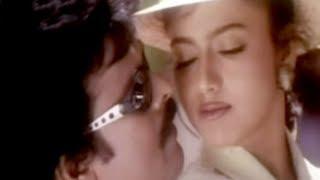 Gusu Gusu Video song from Moothavan