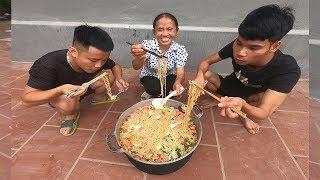 Bà Tân Vlog - Nấu Nồi Mì Siêu Cay Khổng Lồ To Nhất Xóm