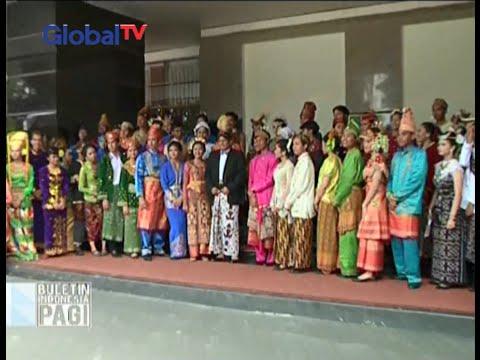 Peserta peringatan Hari Pendidikan Nasional di Kemendikbud kenakan pakaian tradisional - BIP 03/05