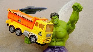 Hulk and dump truck go looking for cars in mud and sand - Toys for kids H921G
