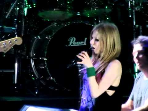 """WHEN YOU'RE GONE"" - Avril Lavigne Live in Manila! (2/16/12) [HD]"