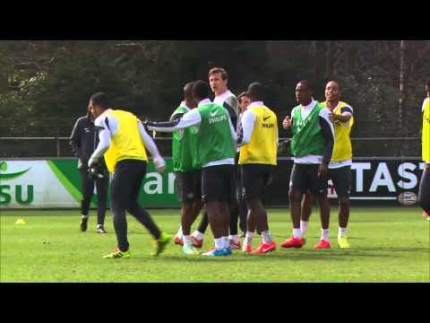 PSV'ers vliegen elkaar in de haren