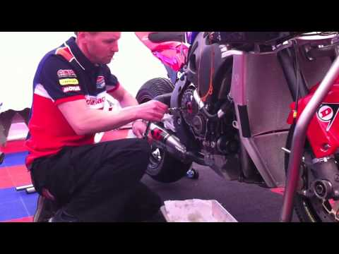 Honda TT Legends - clutch change at high speed