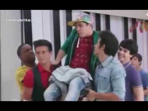 """Violetta 3 - Maxi se queda pegado a la silla y cantan """"Friends till the end"""" (03x73)"""
