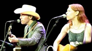 Watch Gillian Welch Down Along The Dixie Line video
