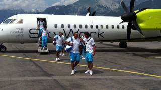L'OM sur le tarmac de l'aroport de Sion