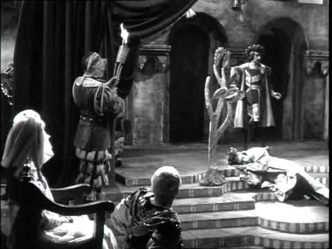 """""""HAMLET"""" (1948) - THEATRICAL 'FROM INSIDE' SCENE"""