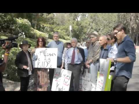 Casey Kasem News Kids Kerri Kasem, Family Friends Peacefully Protest Jean Kasem Battle