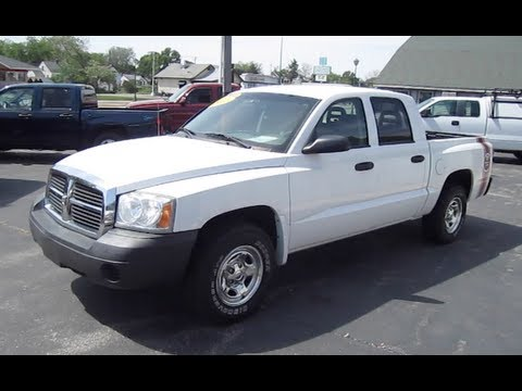 2005 DODGE DAKOTA SPORT PICKUP TRUCK START UP. WALK AROUND and review