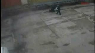 Thumb Video de un hombre que se salva de un choque de tren con camión