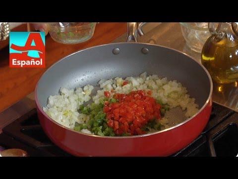 Cómo hacer el sofrito a la Denisse | Secretos de cocina | AARP en español
