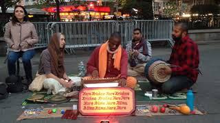Ananta Gauranga Prabhu Chants Hare Krishna at Union Square