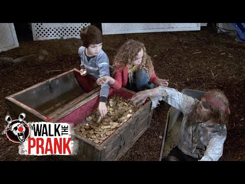 Buried Treasure | Walk the Prank | Disney XD