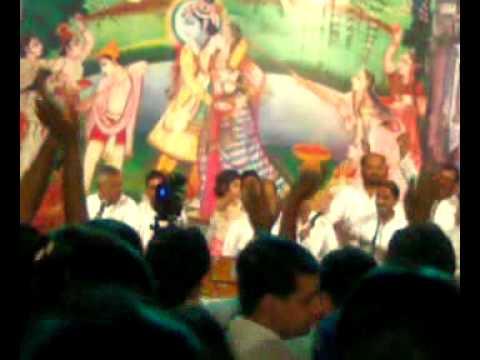 Bhajan Samrat Vinod Agarwal-nachna Shyam De Naal video