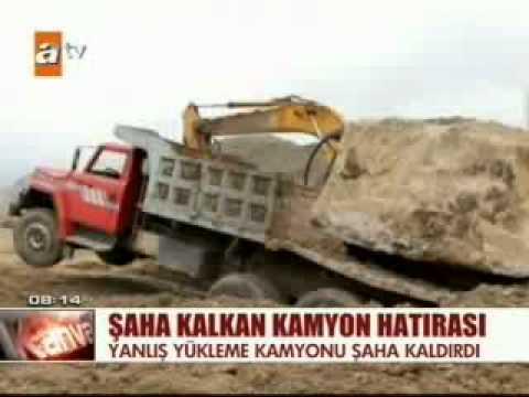 Erzurum'da bir kişi 40 tonluk kamyonu omzuyla havaya kaldırdı.
