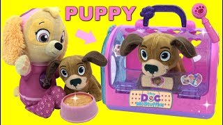 PAW PATROL Skye Gets a Doc Mcstuffins Toy Hospital On the Go Pet Carrier Puppy Play Set