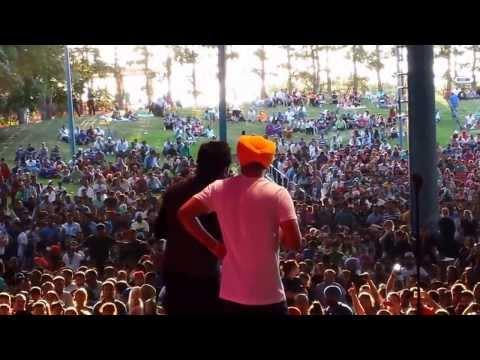 Sherry Mann and Diljit Dosanjh Pooja kiven aa duet LiVe 2013