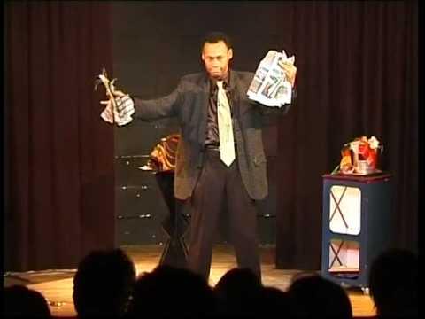 Journal déchirer reconstituer tour de magie du magicien antillais close up Patrick Bièques